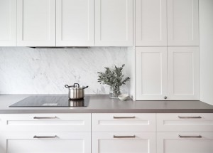 40mm-sleek-concrete-caesarstone-with-carrara-marble-splashback